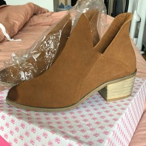 Shoes - Brand new chestnut booties